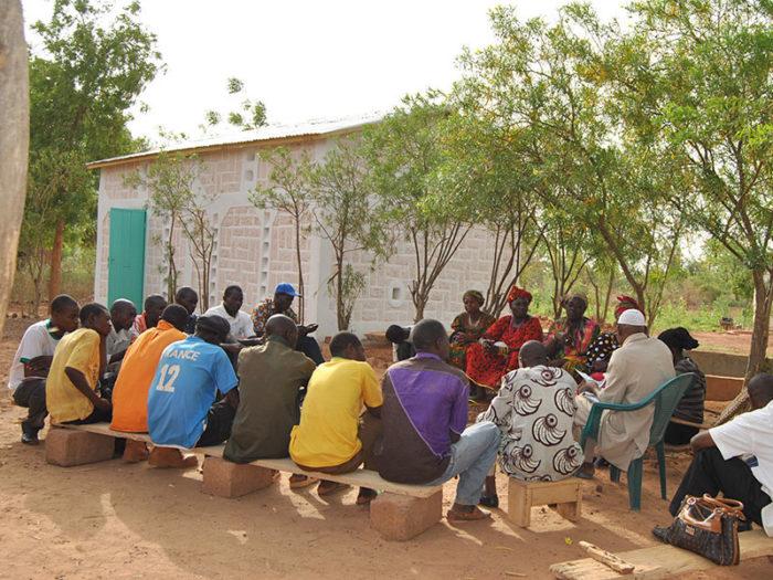 Entretien sur la conservation de la pomme de terre chez un leader paysan à Ouahigouya
